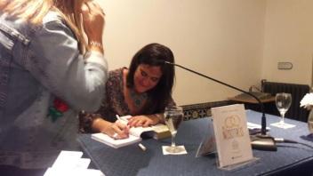 foto firmando